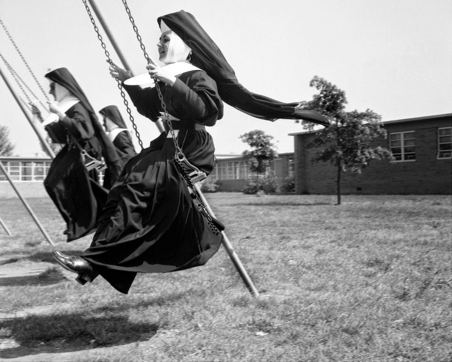 nuns_having_fun_20.jpg