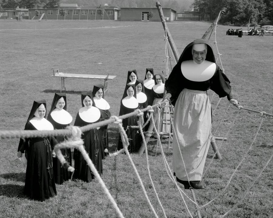 nuns_having_fun_21.jpg
