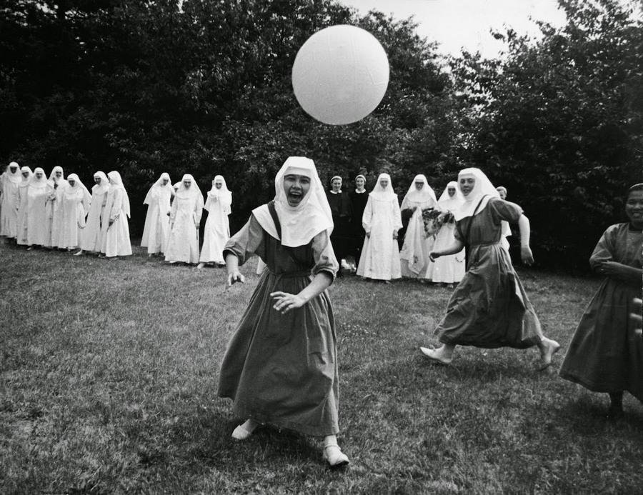 nuns_having_fun_23.jpg