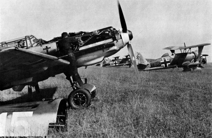 Német repülők egy elfoglalt lengyel reptéren