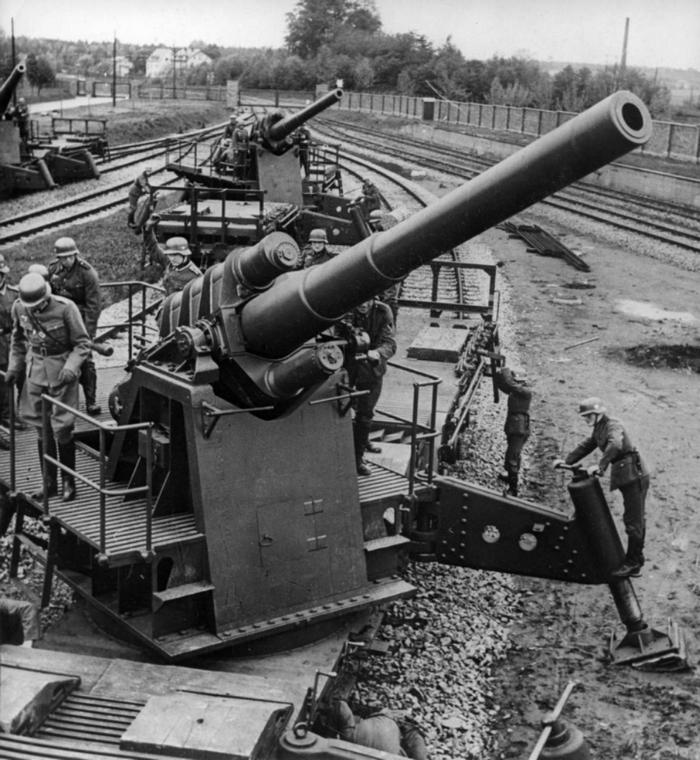 Német 150 mm-es vasúti szállítású löveg harcra készen