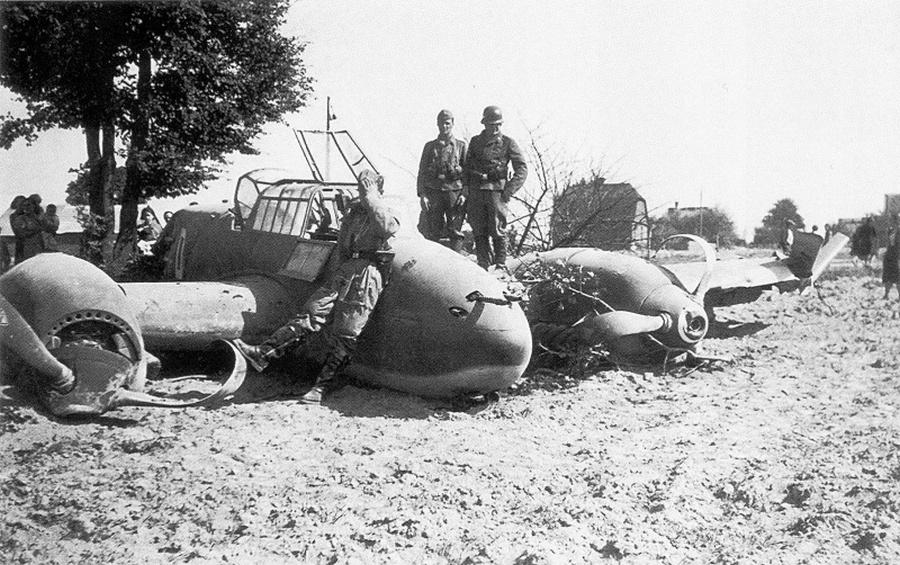 Német Bf.110C repülőgép kényszerleszállás után.