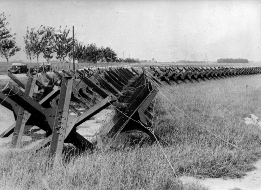 Tankelhárító akadály Danzig közelében