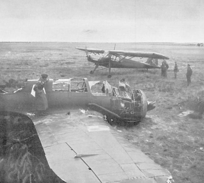 Lezuhant lengyel szomszéd bombázó PZL P-23 és egy német könnyű felderítő repülőgép Fieseler Fi-156 Storch.