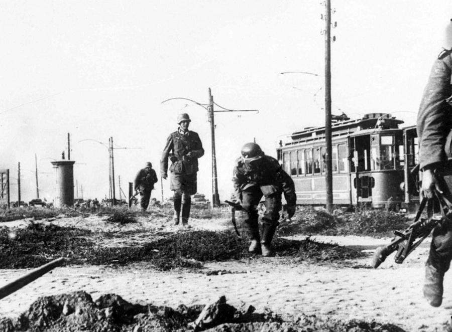 Német katonák Varsó külvárosában.
