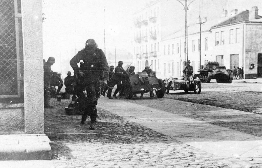 A német 4. páncéloshadosztály harcol Wolska utcán Varsóban.