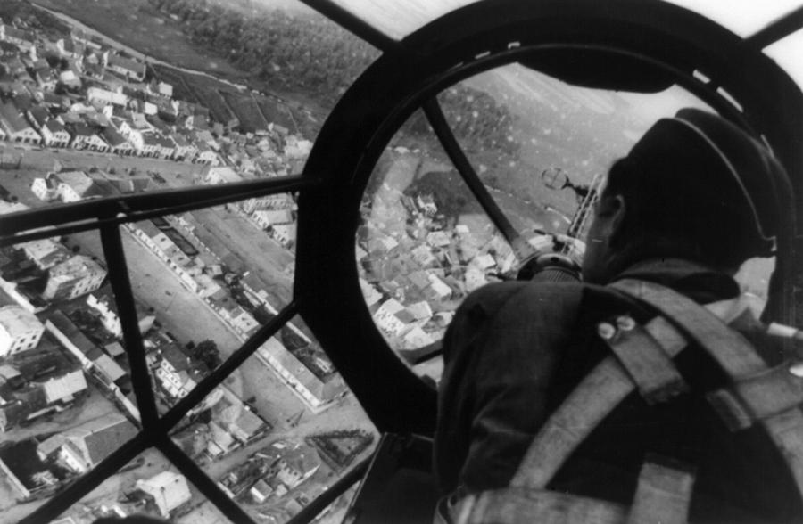 Lengyel város látképe egy Heinkel He 111 P fedélzetéről.