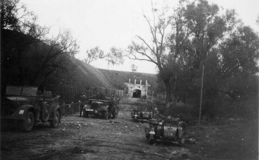 Az elfoglalt Brest erőd egyik bejárata.