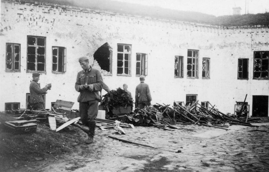 Német katonák az elfoglalt Brest erődben.
