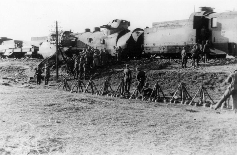 A Wehrmacht 14-ik gyalogos hadosztálya állította meg ezt a lengyel páncélvonatot.
