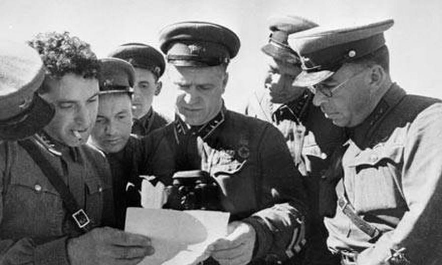 Zsukov katonáival Halhin-Golnál. Ezután nemsokkal áthelyezték a keleti-frontra a németek ellen harcolni.