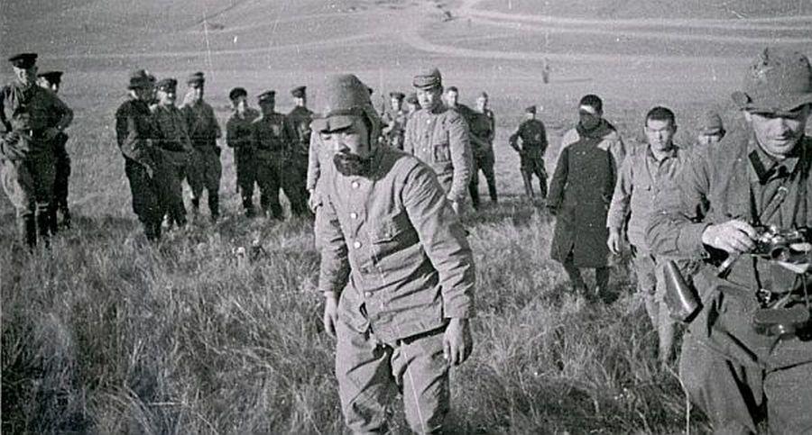 Japán hadifoglyok. Sok volt köztük a megszállt Koreából és Kínából besorozott 'ágyútöltelék'.