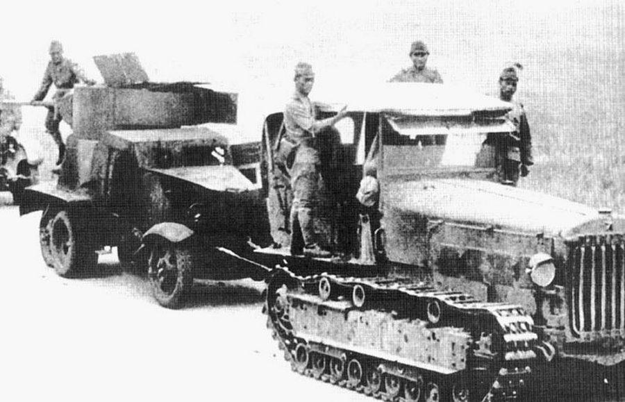Japánok zsákmányolt szovjet járművekkel.