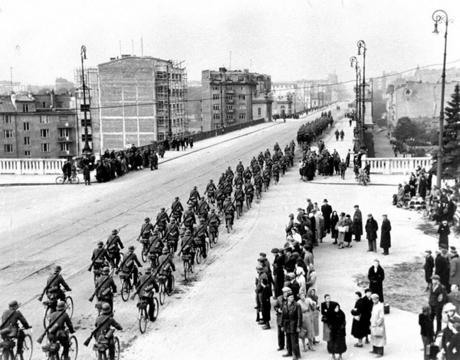 A német csapatok bevonulása Varsóba 1939. szeptember 28.