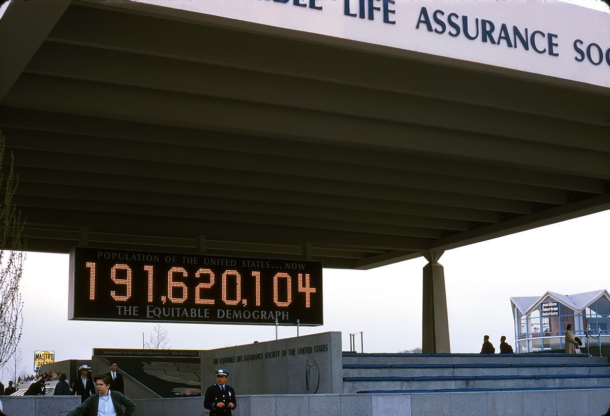 Equitable Life biztosító. A kijelzőn az Államok pillanatnyi lakossága.
