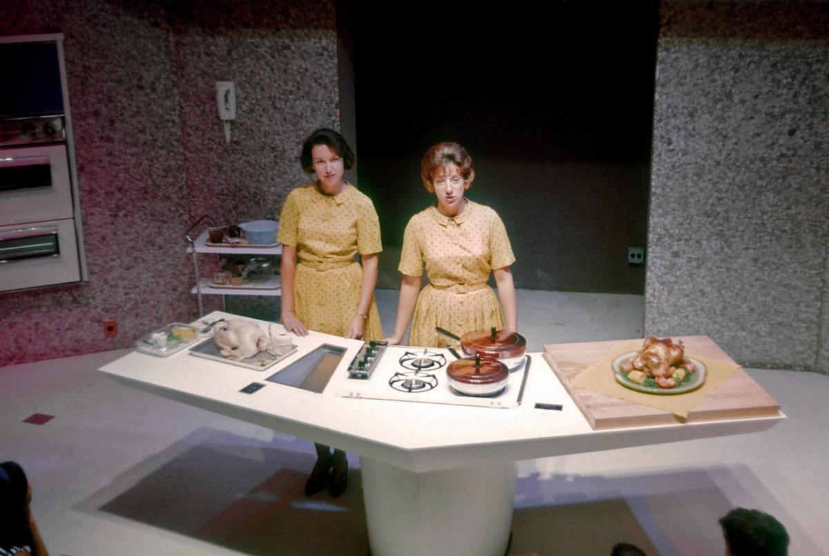 A jövő konyhája. Az akkoriban tért hódító földgázt népszerűsítő előadás.