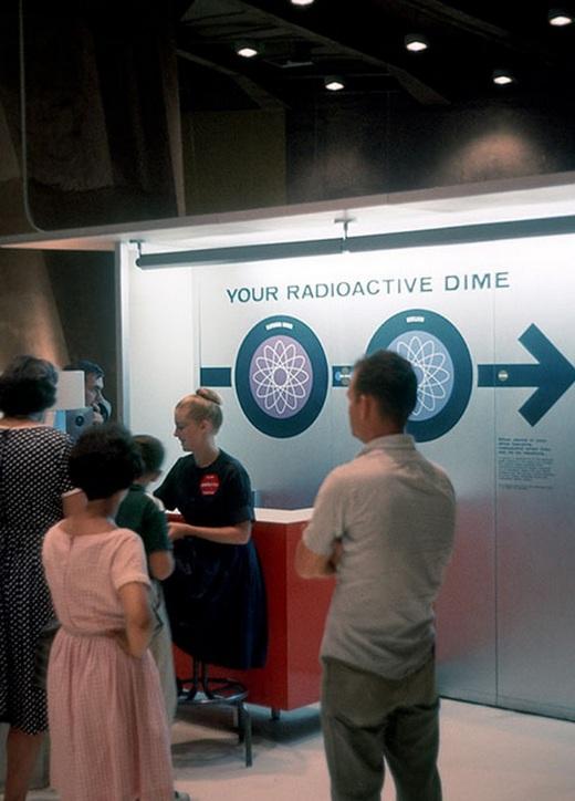 A látogatók negyeddollárosait a szervezők rádióaktívvá tették!