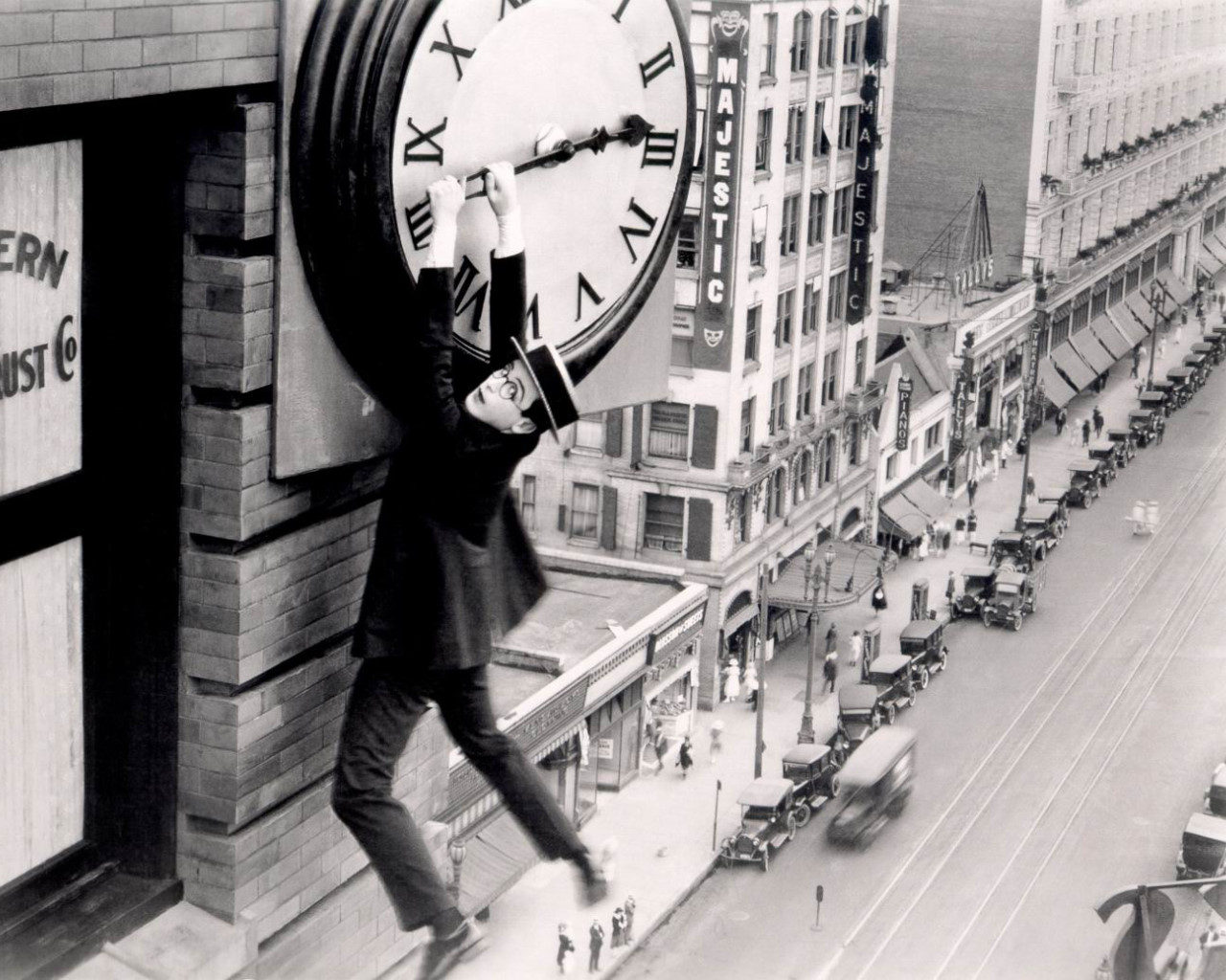 harold-lloyd-safety-last-clock1.jpg