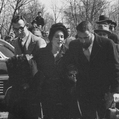 Mike-Todd-s-funeral-elizabeth-taylor-11920163-400-400.jpg