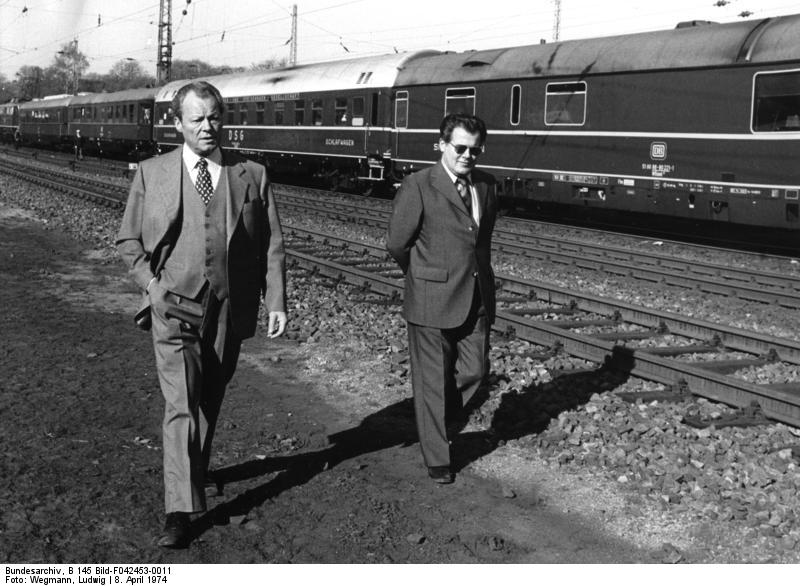 Bundesarchiv_B_145_Bild-F042453-0011,_Niedersachsen,_Brandt_im_Wahlkampf.jpg