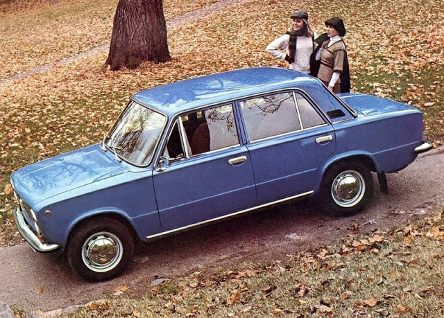 Soviet Cars Advertising (6).jpg