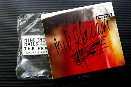 nin_the_fragile_mike_garson.jpg