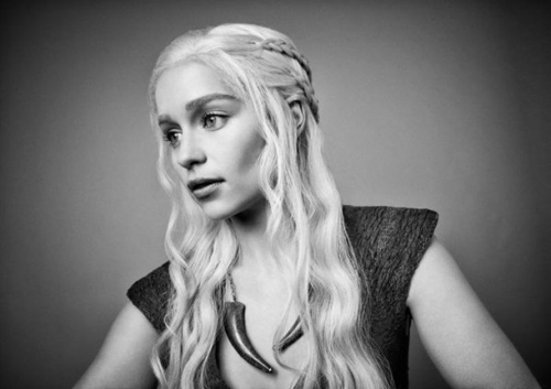 Emilia-Clarke-as-Daenerys-Targaryen-in-GAME-OF-THRONES-Portraits-600x423.jpg