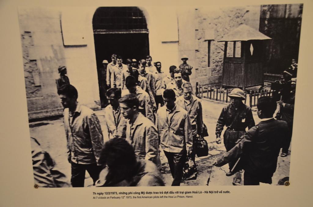A haboru utan, 1973 februar 12-en az utolso ameriakai foglyok is elhagyjak a bortont.