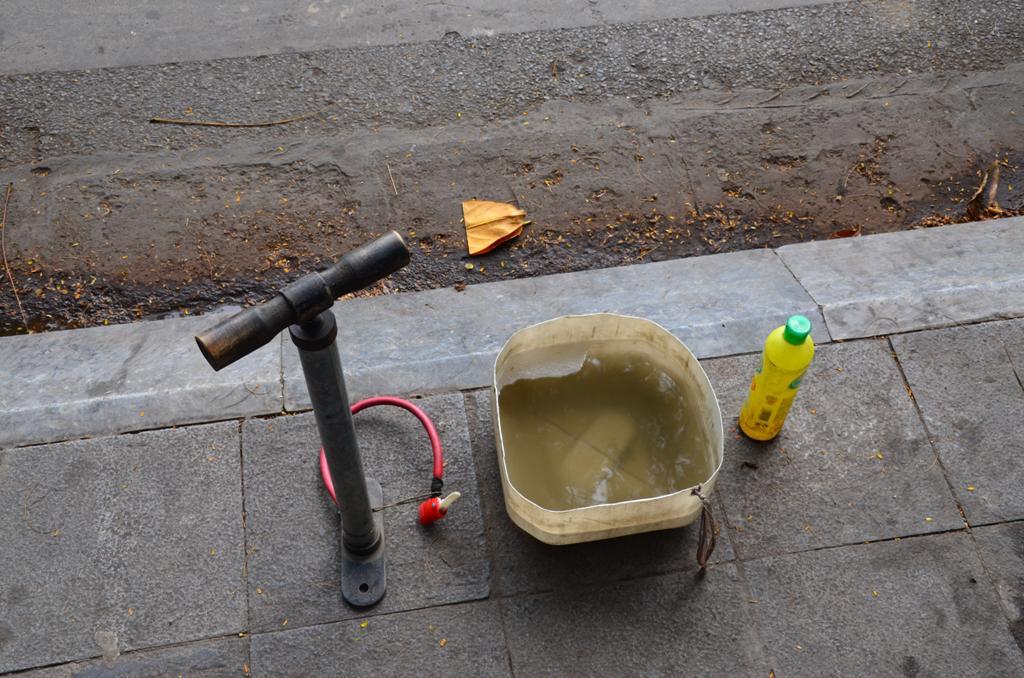Bicikli-gumi javito gyors muhely, szinten a jardan:)