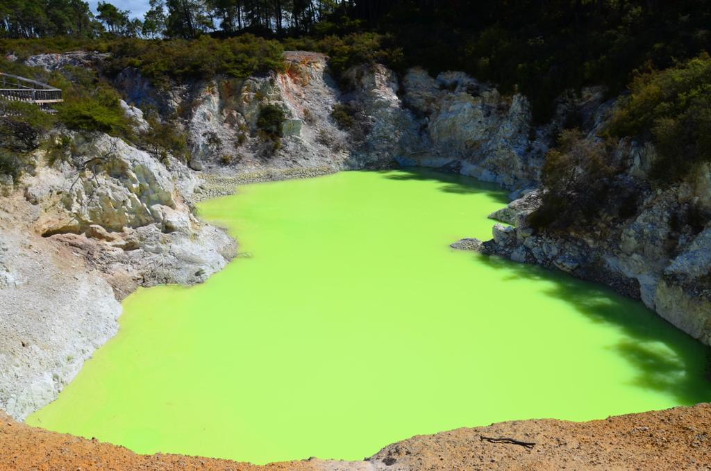 Devil's Bath - Ördög Fürdője: tömény kénes, világítóan sárgás-zöld méreg