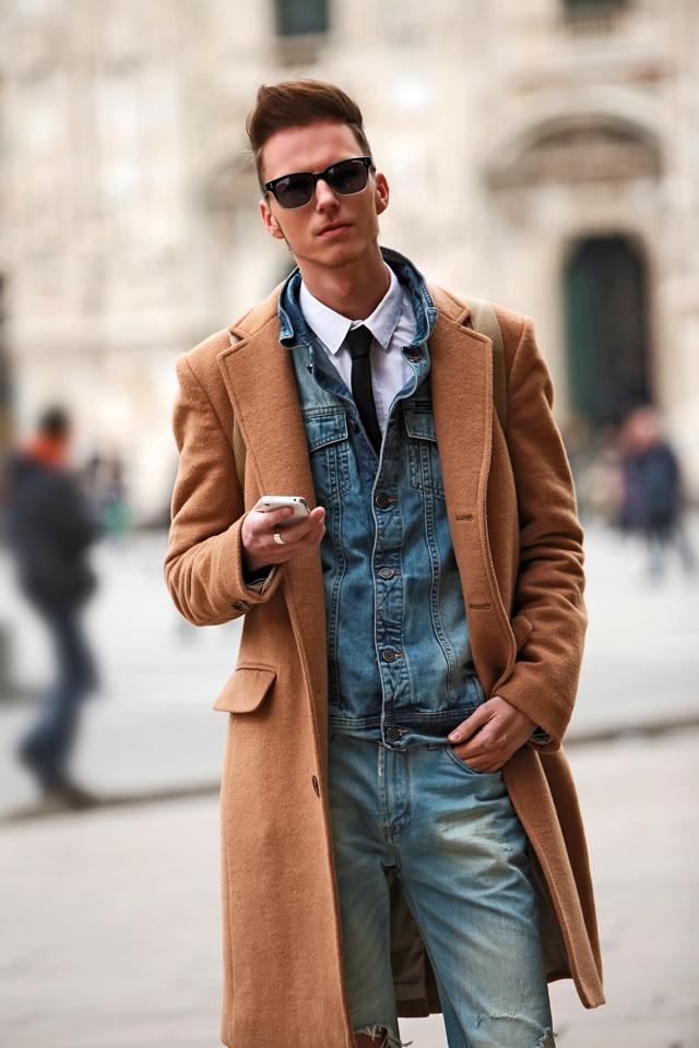milan-fashion-week-2015-street-style-camel-coat-men-style-ferfidivat-denim-farmer-dzseki-hatizsak-benzolbag-smizedivat_1.png