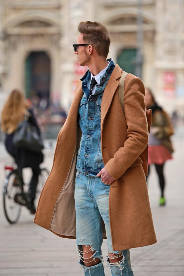 milan-fashion-week-2015-street-style-camel-coat-men-style-ferfidivat-denim-farmer-dzseki-hatizsak-benzolbag-smizedivat_6.png