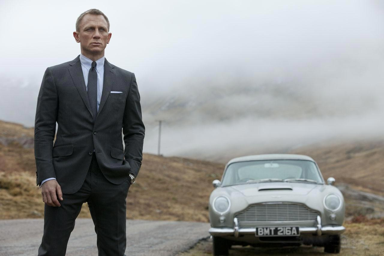 Skyfall-2012-Daniel-Craig-Aston-martin.jpg