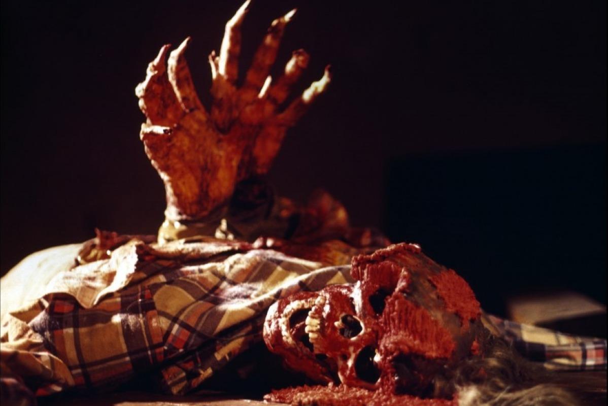 evil-dead-1982-12-g.jpg