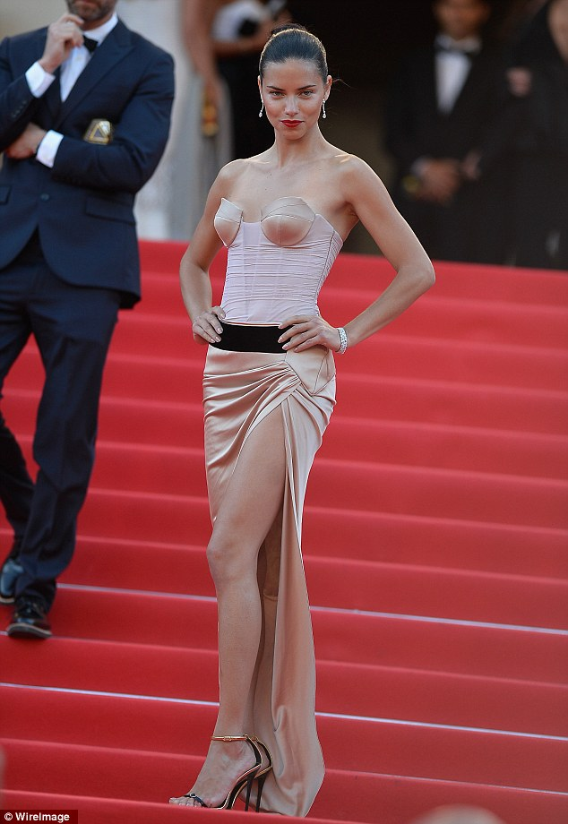 adriana-lima-alexandre-vauthier-couture.jpg