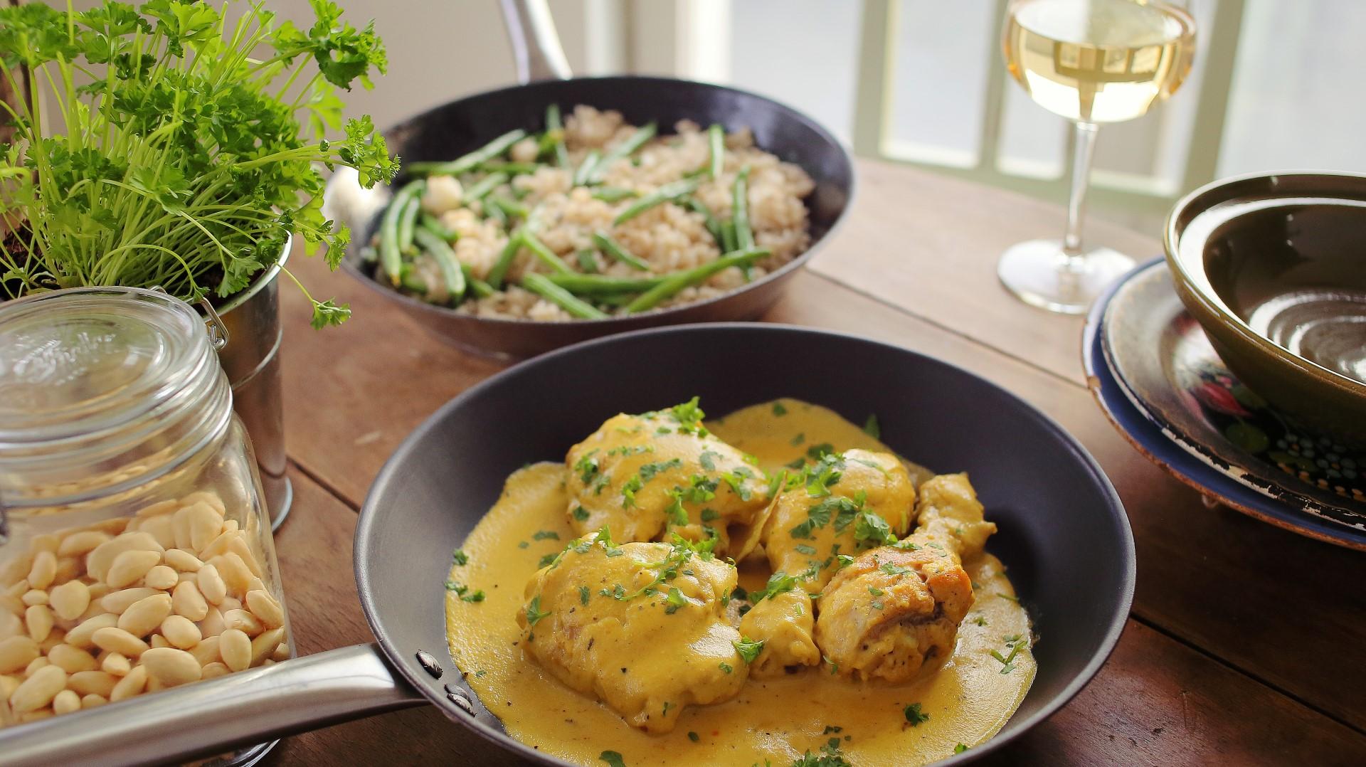 Sáfrányos-mandulás csirke