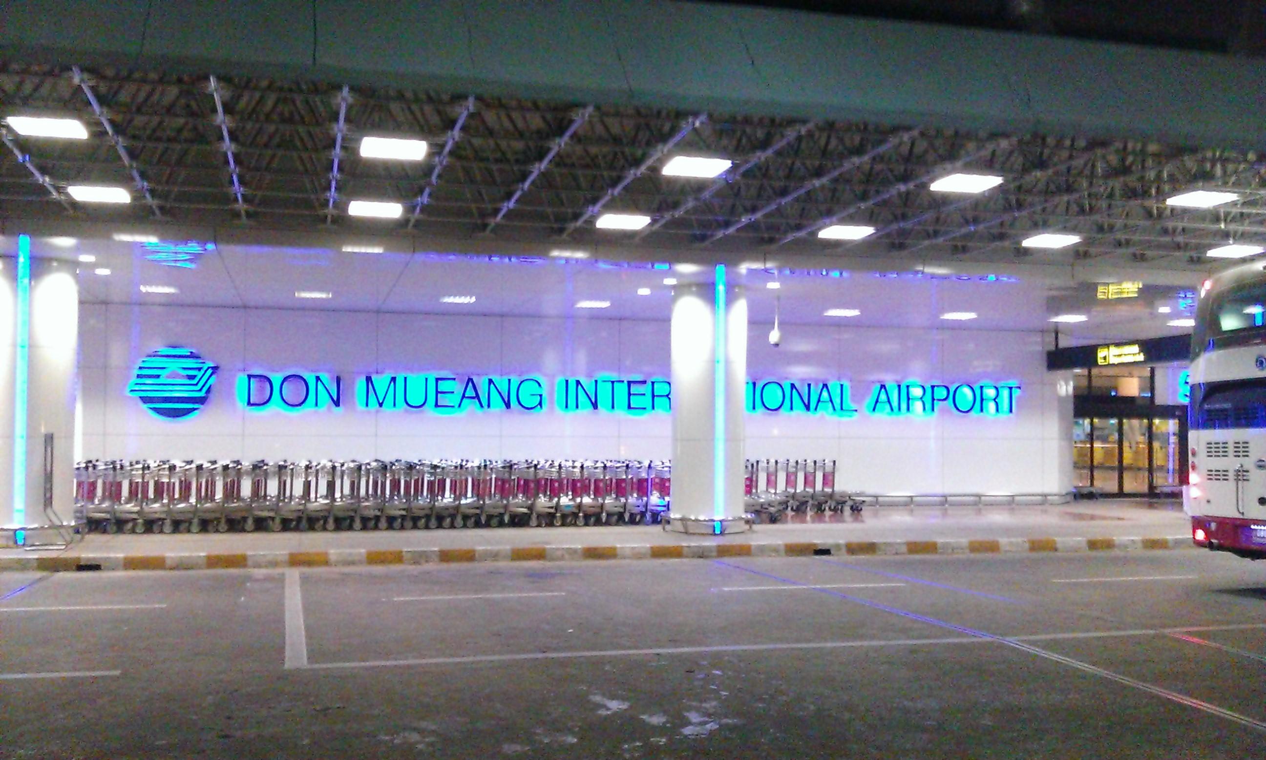 Immár a reptér Bangkokban.
