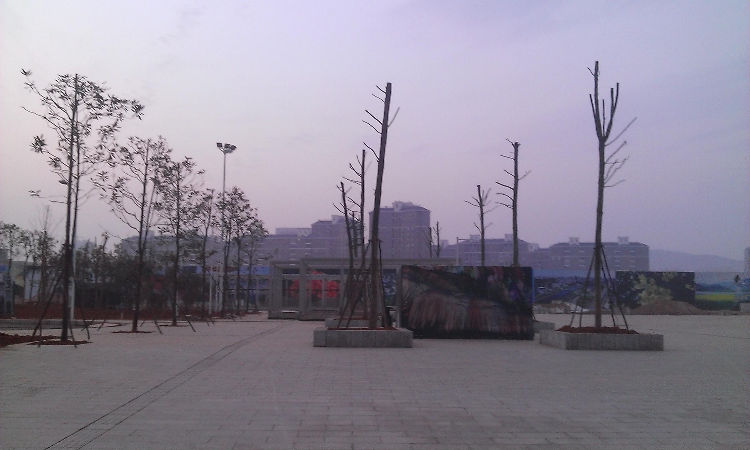 Az állomás előtti tér sincs teljesen kész