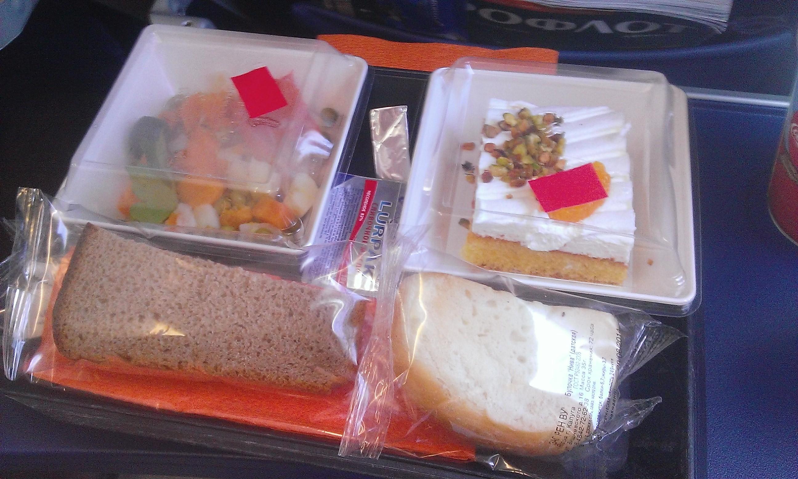 Aeroflot, Moszkva-Budapest, rövid út, átlagos színvonalú táplálék, a süti finom volt