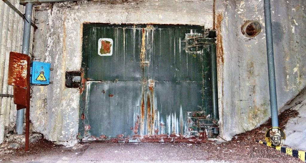 Az atomtároló rakodó bejárata.jpg