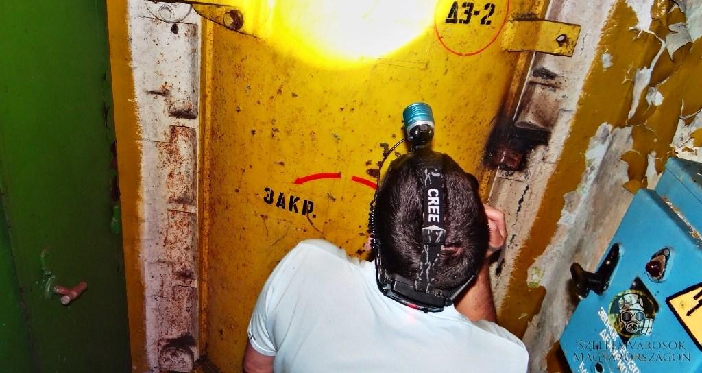 Az atomtároló személyzeti bejárata.jpg