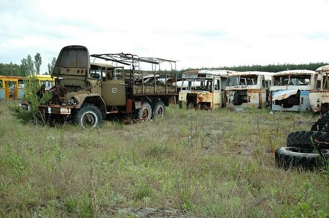 067_chernobyl_vehicle_graveyard_37.jpg
