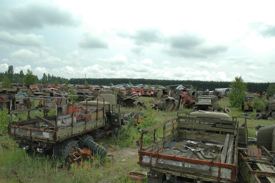 15x053_chernobyl_vehicle_graveyard_23.jpg