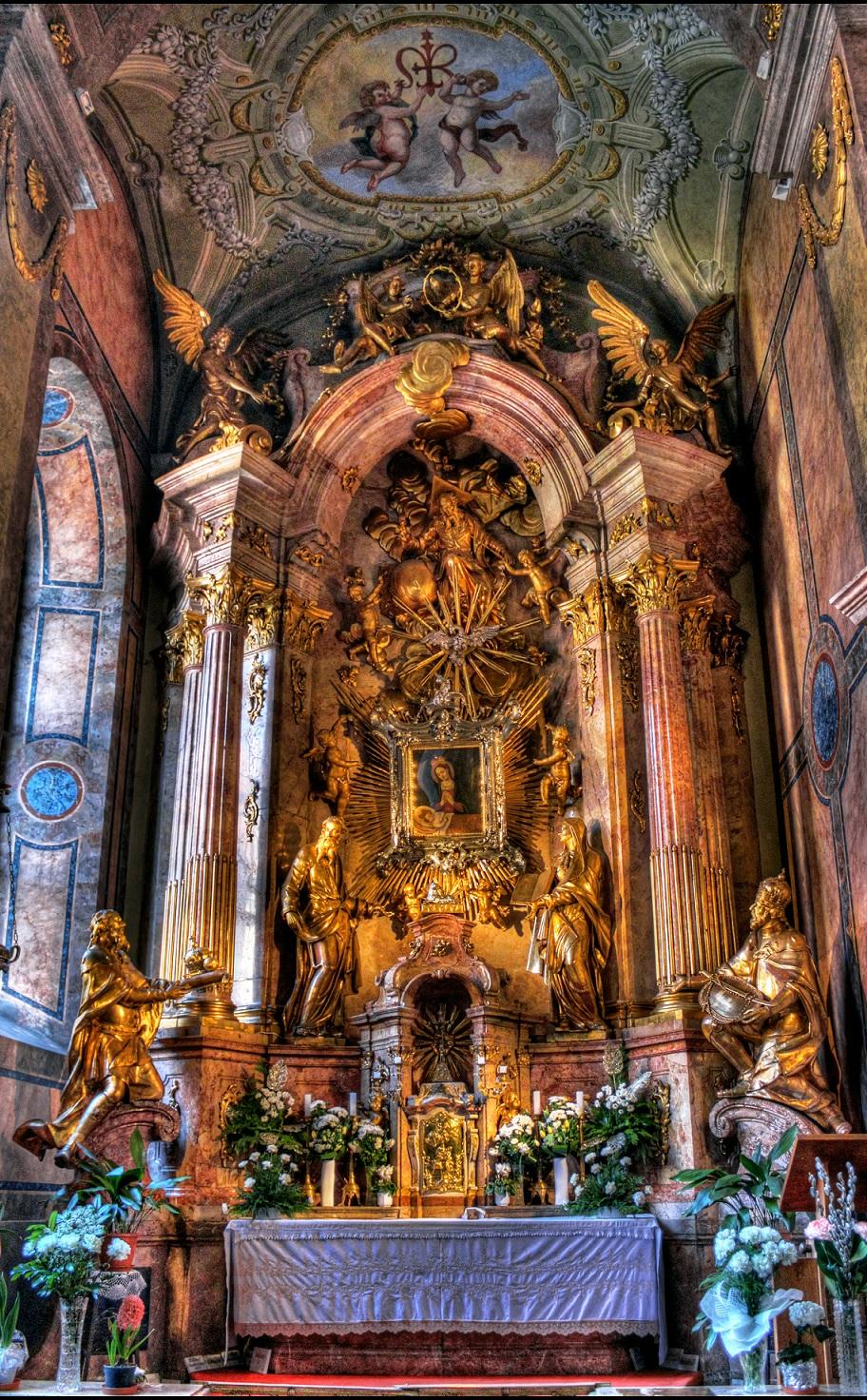a_gyori_konnyezo_maria_oltar__gyor__bazilika_1.jpg