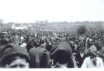 1922. máj. 13-i engesztelő zarándoklat a március 6-i robbantás engesztelésére.jpg