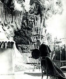 El cardenal Pacelli, legado de Pío XI, ora en la Ba´sílica de Lourdes. Primer viaje a Francia (1935).jpg