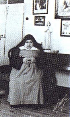 M. Maria da Prificacao Godinho 1920. februárjában befogadta Jácintát a Miasszonyunk árvaházba.jpg