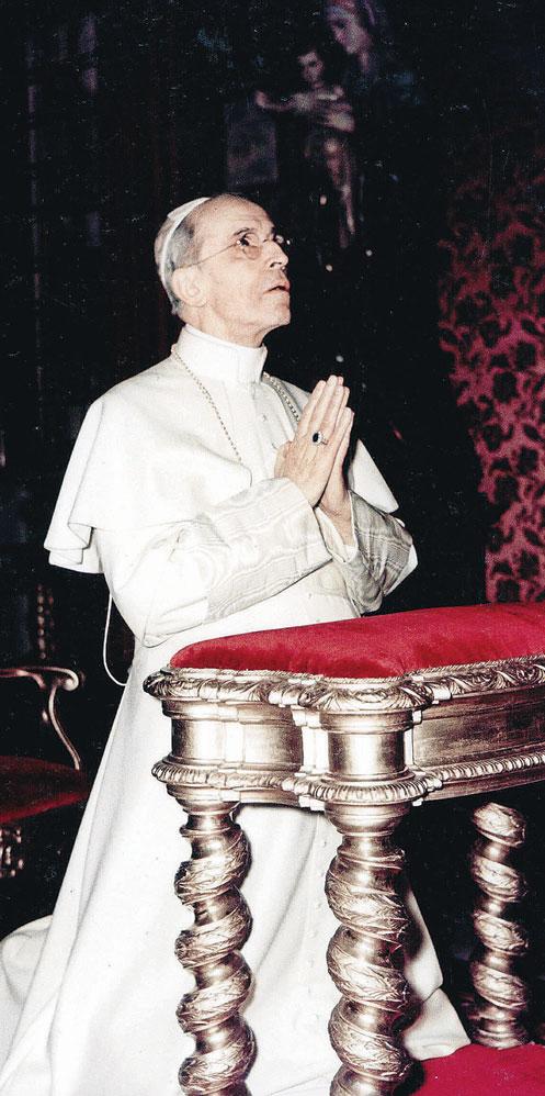 XII. Pius Ima közben yw.jpg