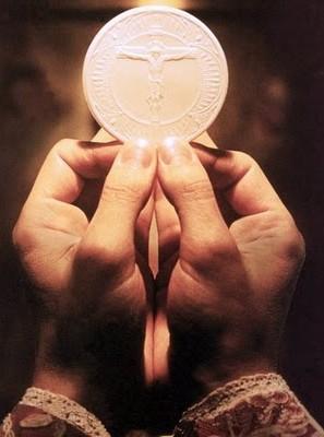 _eucaristia-fra-le-mani.jpg