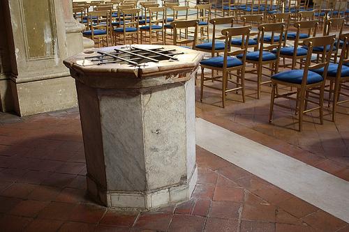 basilica_di_santi_bonifacio_e_alessio_-_pozzo.jpg